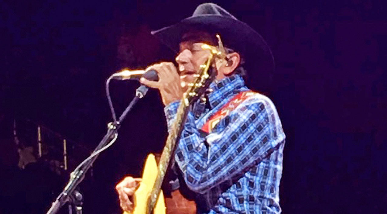 George strait Songs | George Strait Makes Fans Go Wild With Surprise Duet At Vegas Concert | Country Music Videos