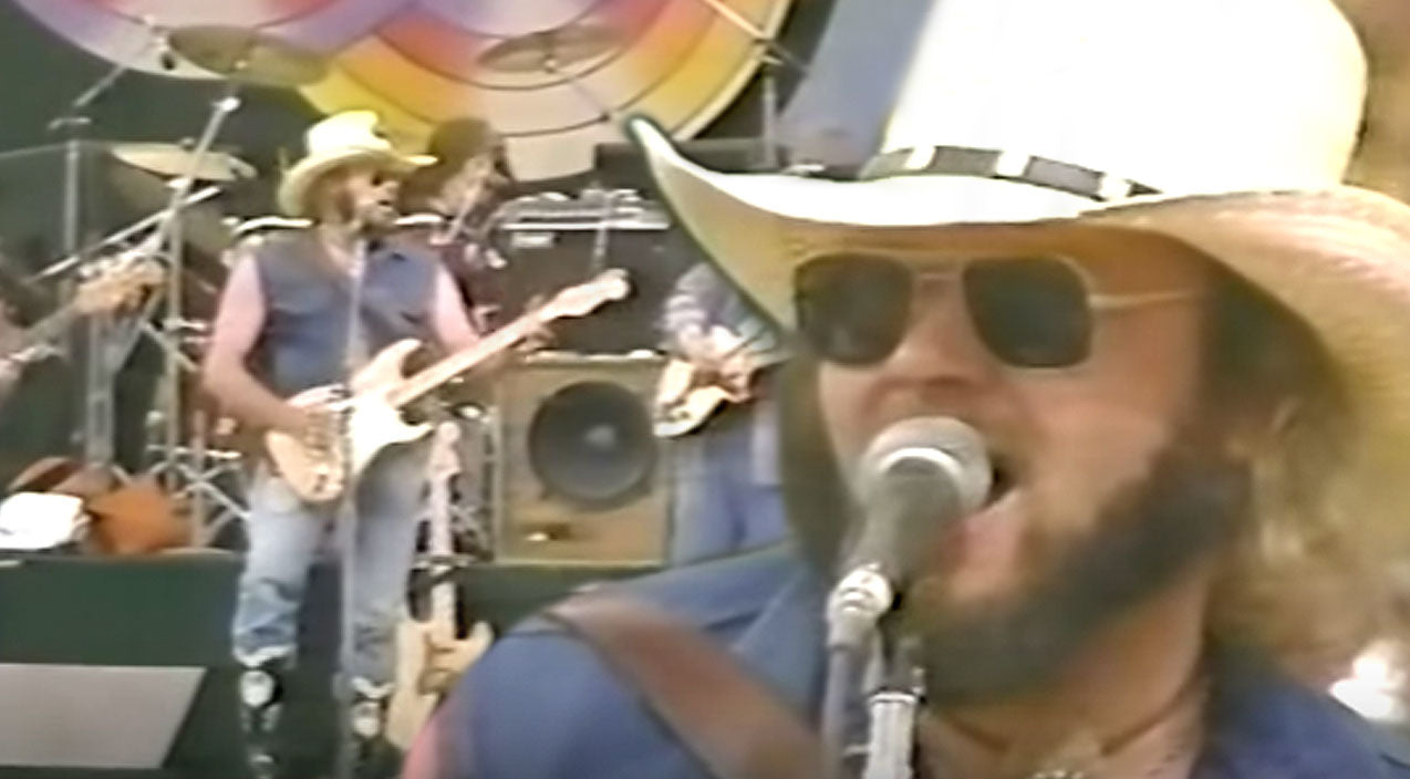 Hank williams jr. Songs | Hank Jr. Is The Epitome Of Country In Throwback Performance Of 'A Country Boy Can Survive' | Country Music Videos