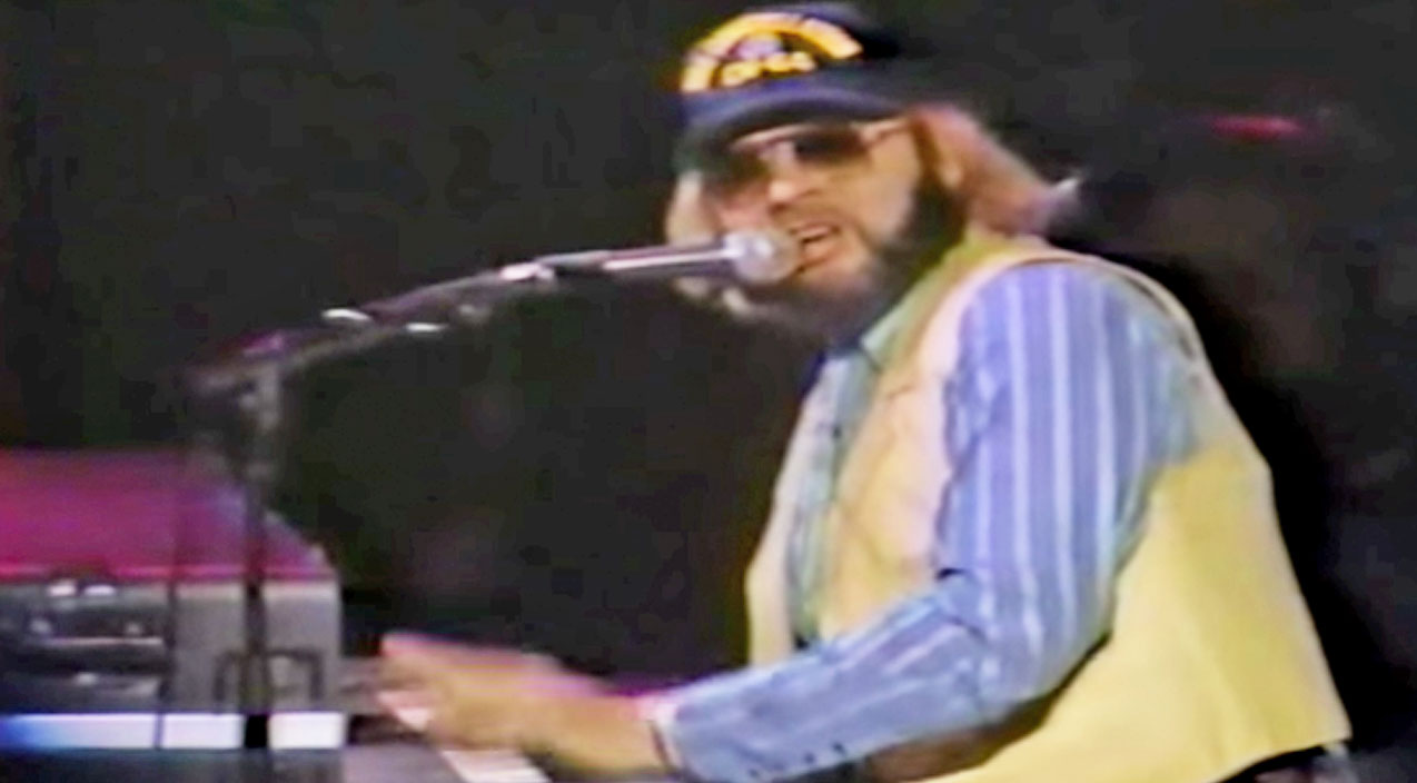Hank williams jr. Songs | Hank Jr.'s Thunderous Piano Solo In 'Gonna Go Huntin' Tonight' Will Make Your Jaw Drop | Country Music Videos
