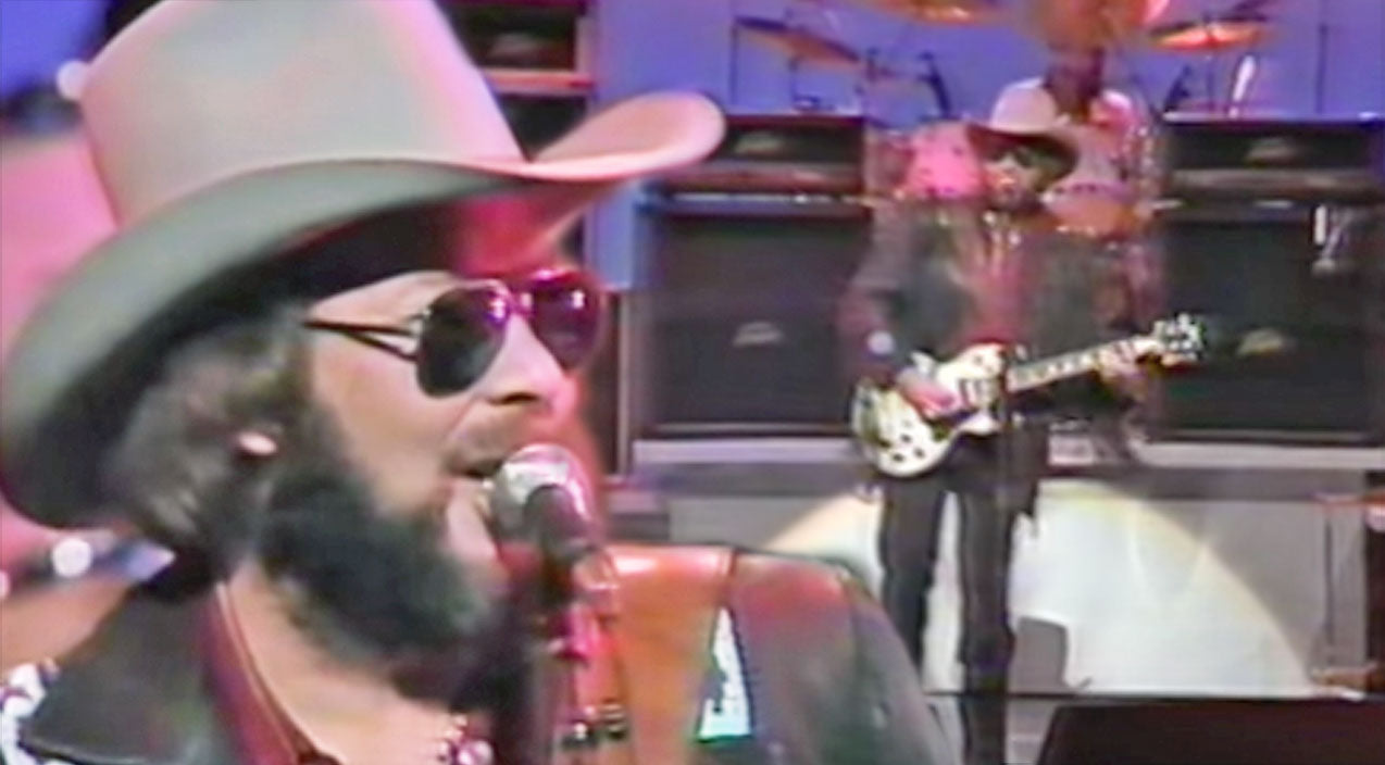 Hank williams jr. Songs | Bocephus Gets The Crowd On Their Feet In Toe-Tappin' Performance Of 'I'm For Love' | Country Music Videos