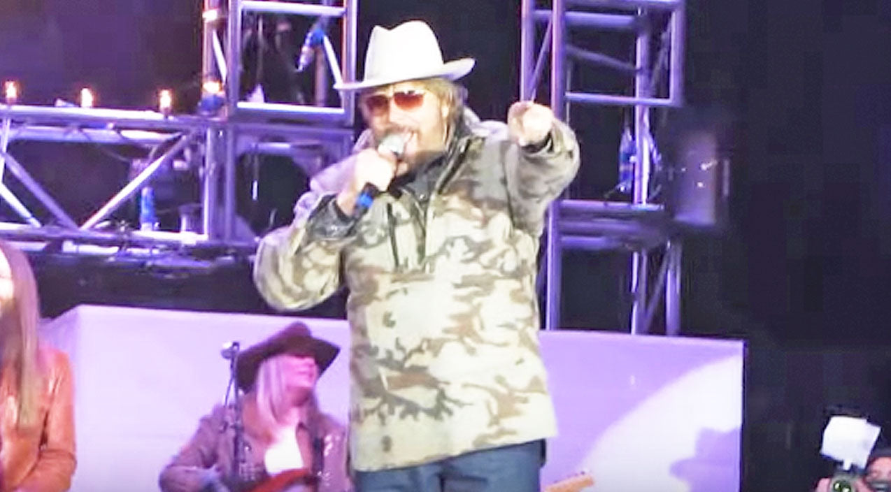Hank williams jr. Songs | Hank Williams Jr. Rocked Right Into The New Year With Epic 'Family Tradition' Performance | Country Music Videos