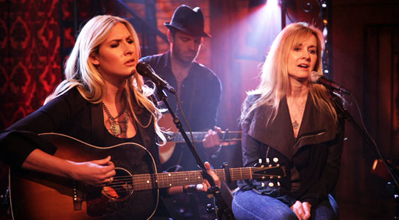 Holly williams Songs | Holly Williams Sings Emotionally Crippling Tribute To Mother In Light Of Family Hardships | Country Music Videos