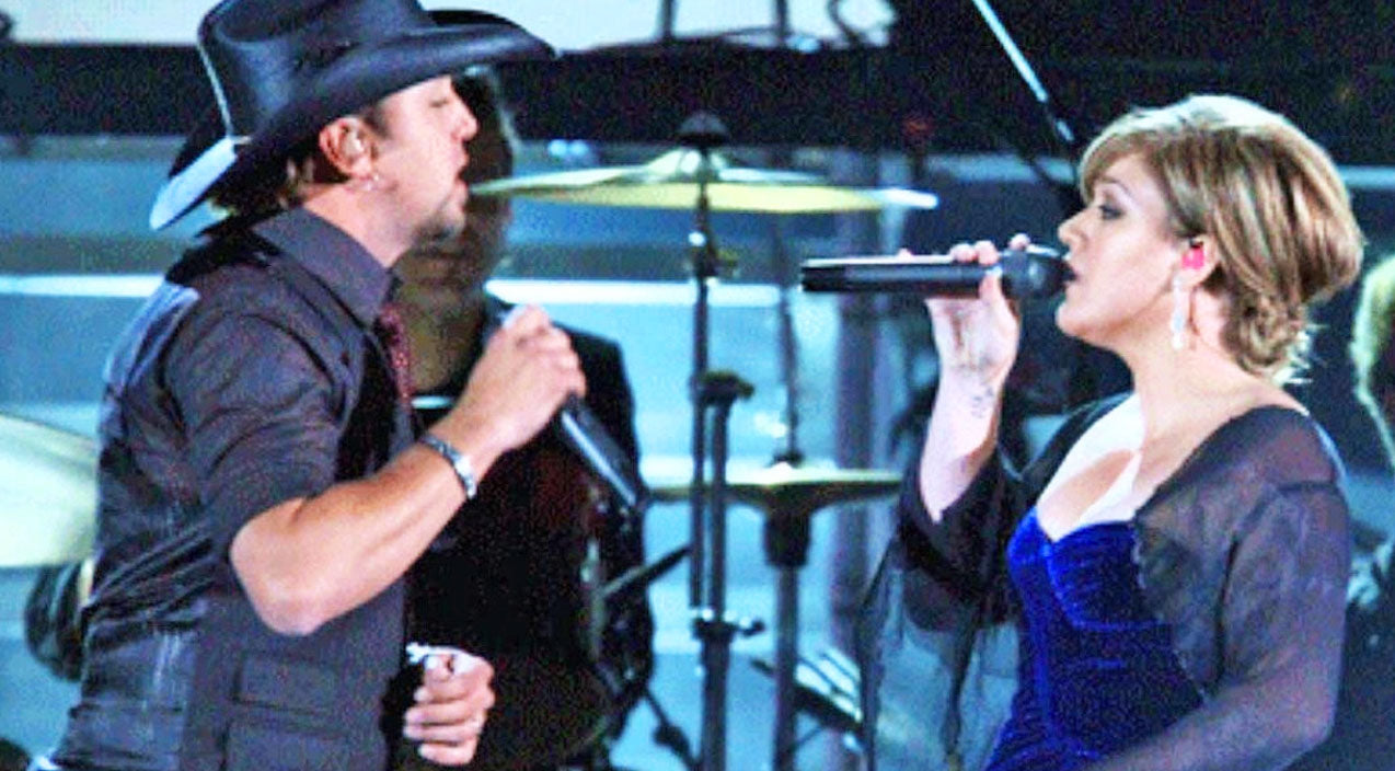 Kelly clarkson Songs | Jason Aldean And Kelly Clarkson Perform Their Heartbreaking Duet 'Don't You Wanna Stay' | Country Music Videos
