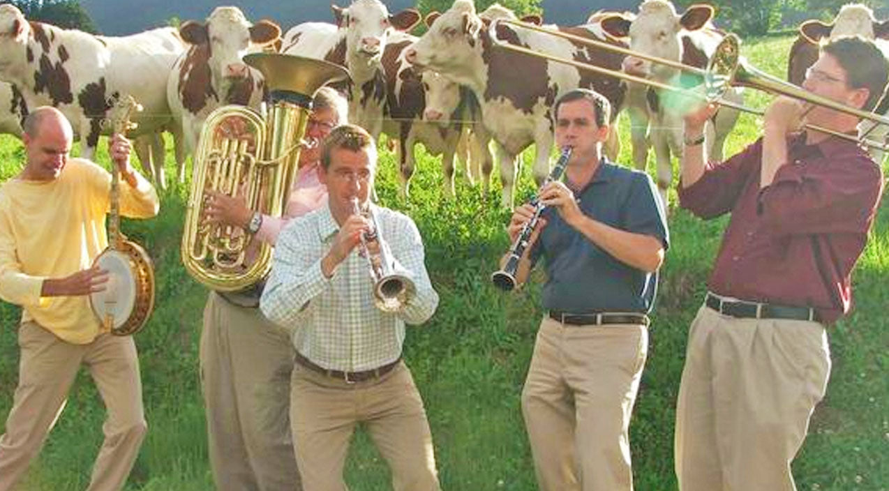Animals Songs | Five Men Start Playing Jazz In A Field. The Cows' Reaction? Priceless! | Country Music Videos