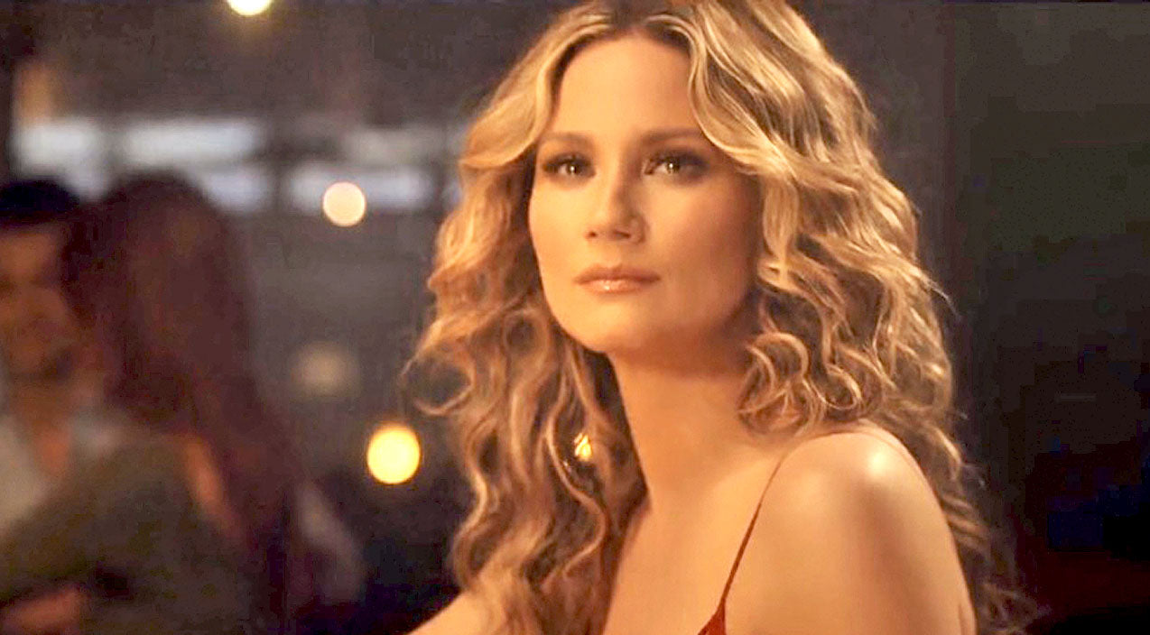 Modern country Songs | Jennifer Nettles Fights Tears In Breathtaking New Music Video For 'Unlove You' | Country Music Videos