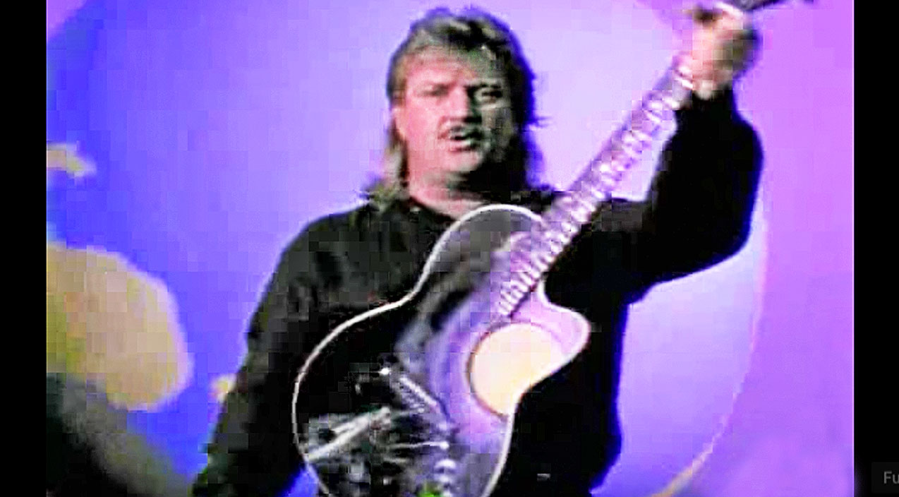 Joe diffie Songs | Joe Diffie Sports A Sweet Mullet During Intense Hit 'Third Rock From The Sun' | Country Music Videos