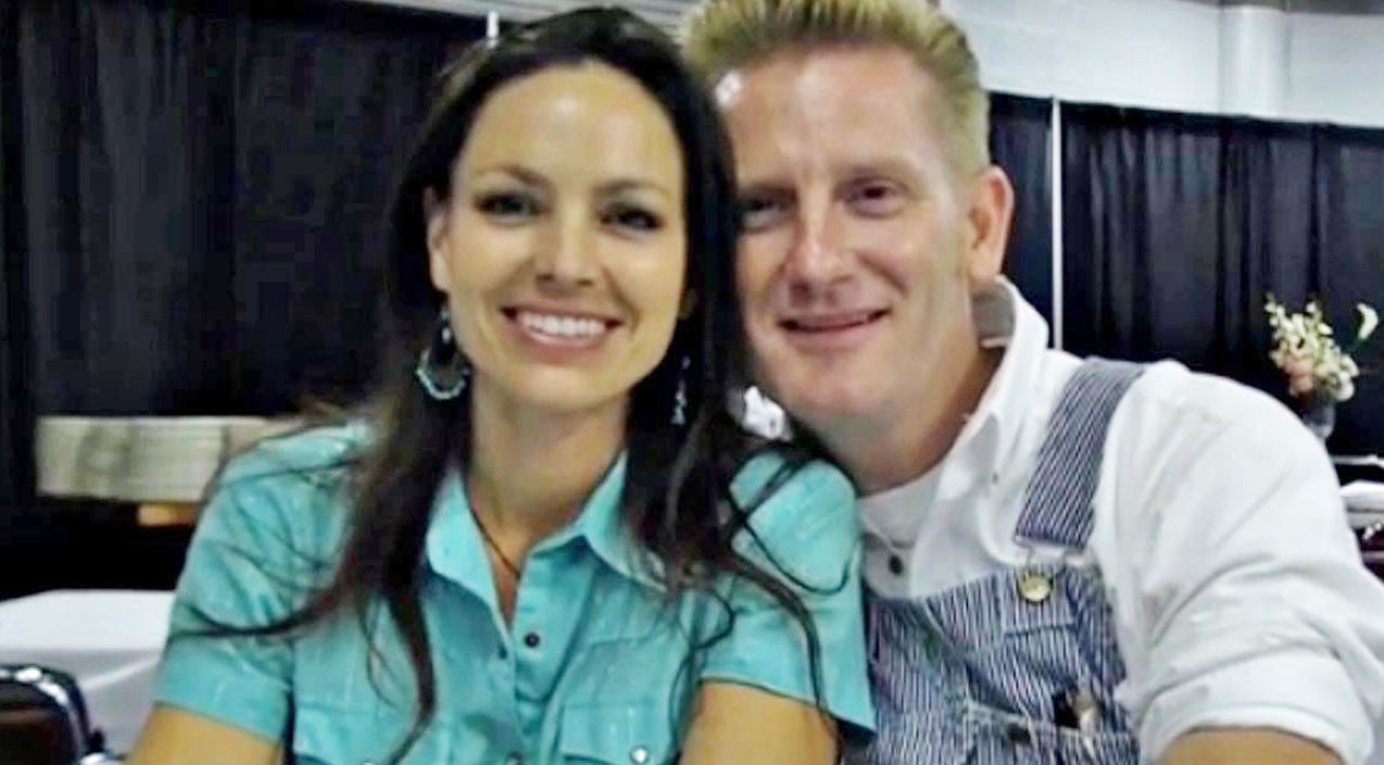 Joey + rory Songs | Joey + Rory Can't Take Eyes Off Each Other In Intimate Interview | Country Music Videos