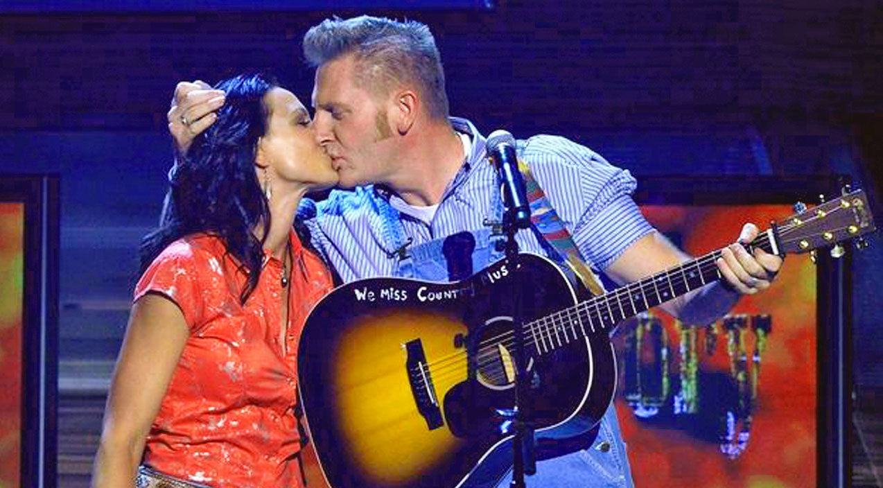 Joey + rory Songs | Joey Feek Of Joey + Rory Duo Stays Strong As Cancer Battle Begins Again | Country Music Videos