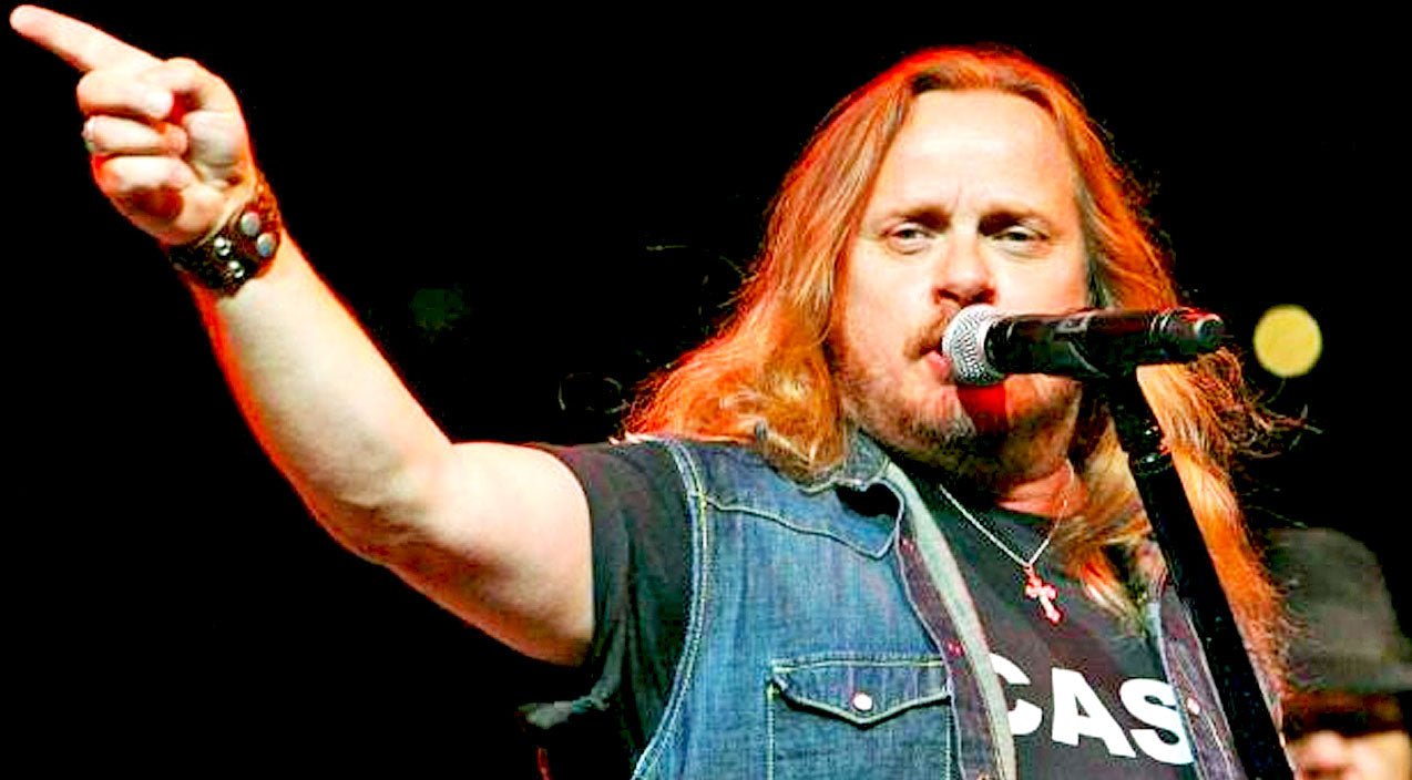 Ronnie van zant Songs | Ever Wonder Which Skynyrd Member Got Johnny Van Zant To Finally Sing 'Free Bird'? | Country Music Videos