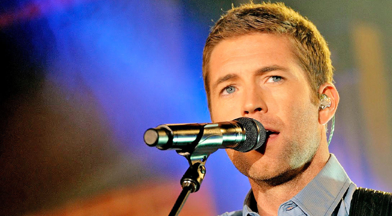 Randy travis Songs | Josh Turner Shines In Heavenly 'Three Wooden Crosses' Performance At Randy Travis Tribute Show | Country Music Videos