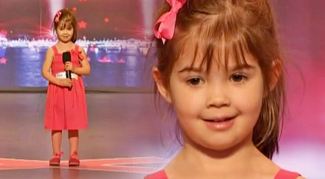 Adorable 4-Year-Old Blows Away Crowd With Heartwarming Cover Of 'Somewhere Out There' | Country Music Videos