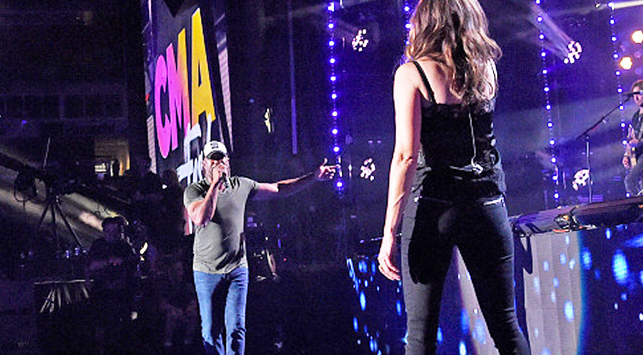 Little big town Songs | Darius Rucker Thrills CMA Fest With Surprise Superstar Guest For Duet Of Hit Song | Country Music Videos