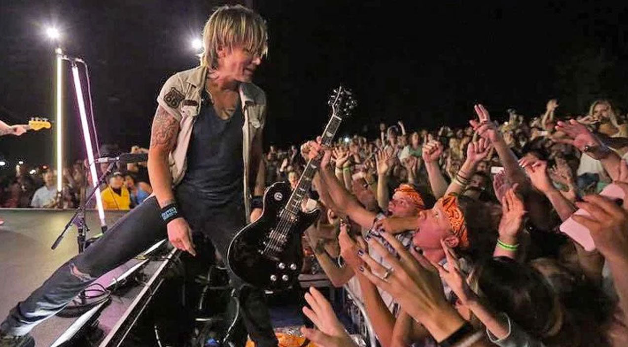 Keith urban Songs | Keith Urban Invites Fan On Stage To Play His Guitar, And What Happens Next Will Blow Your Mind | Country Music Videos
