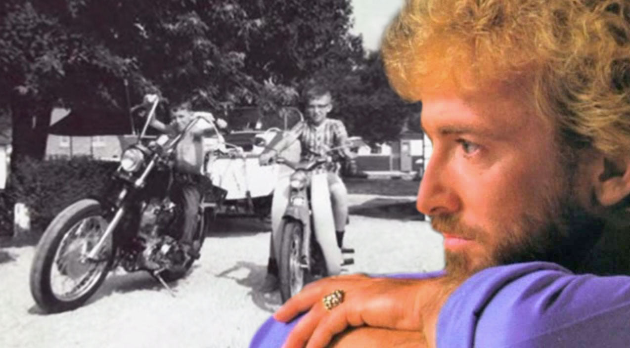 Keith whitley Songs | Keith Whitley & His Brother, Dwight, Sing A Heartwarming Duet About Brotherhood | Country Music Videos