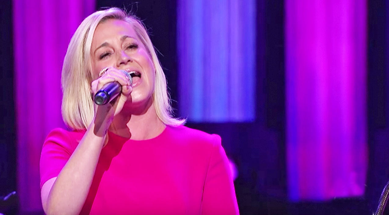 Tammy wynette Songs | Kellie Pickler's Breathtaking Performance Of 'Stand By Your Man' Will Move You | Country Music Videos