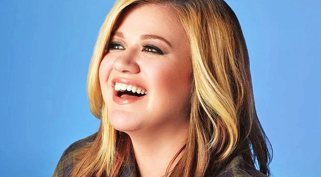 Kelly clarkson Songs | [WATCH] Kelly Clarkson Forgets The Lyrics To Her Own Songs, Handles It Like A Pro | Country Music Videos