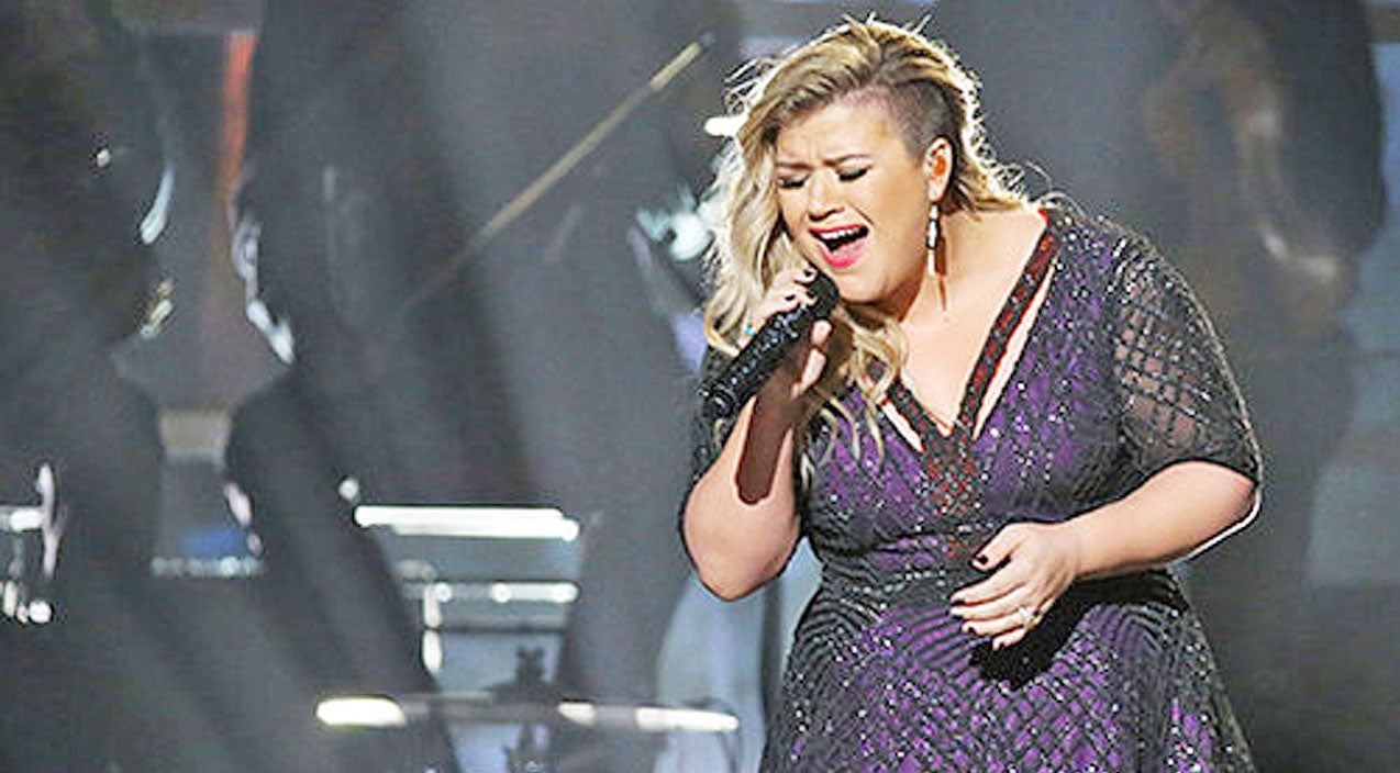 Miley cyrus Songs | Kelly Clarkson's Cover Of Miley Cyrus' 'Wrecking Ball' Will Send Chills Down Your Spine | Country Music Videos