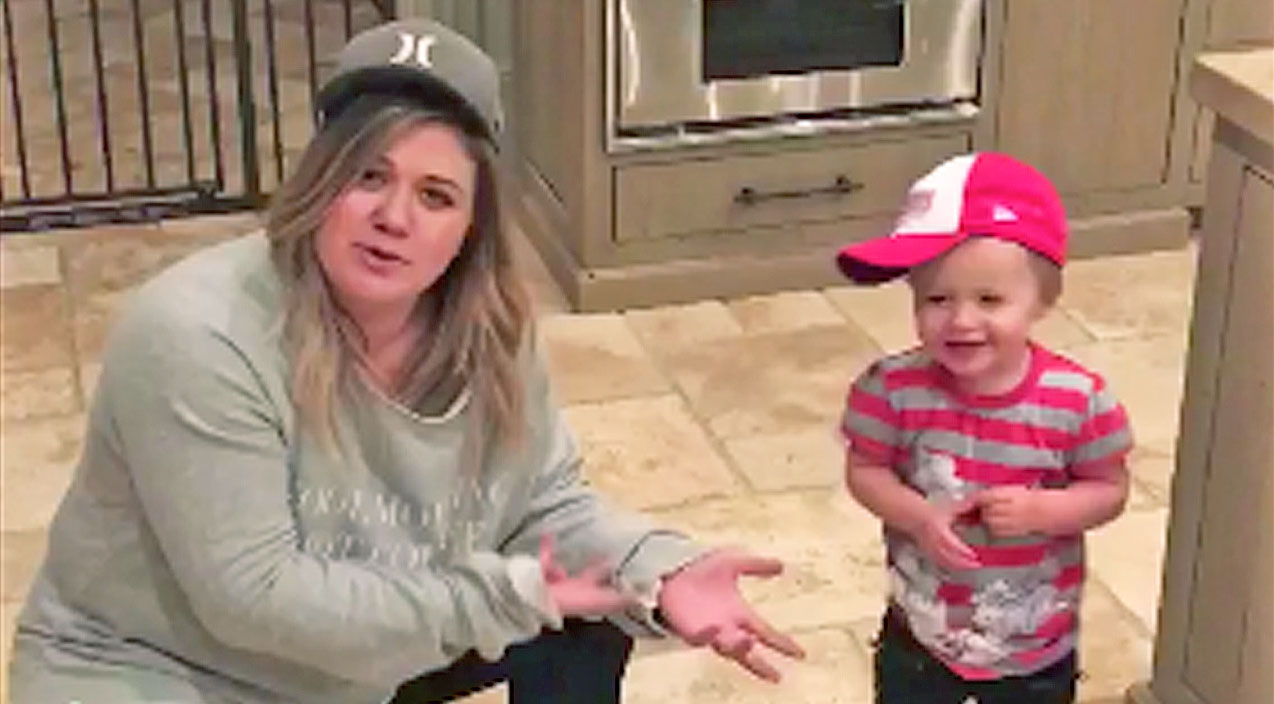 Kelly clarkson Songs | Kelly Clarkson And River Rose Perform Adorable Mother-Daughter Dance For A Good Cause | Country Music Videos
