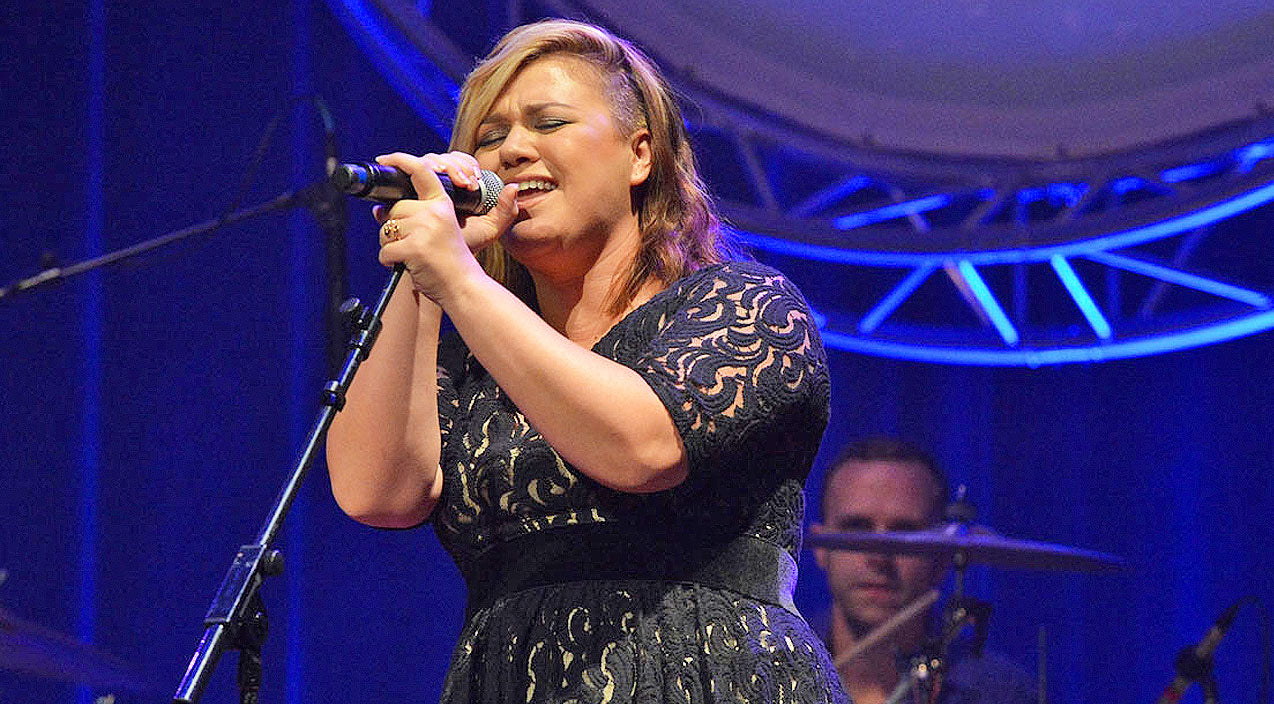 Kelly clarkson Songs | Kelly Clarkson Teases BIG Announcement With Song | Country Music Videos