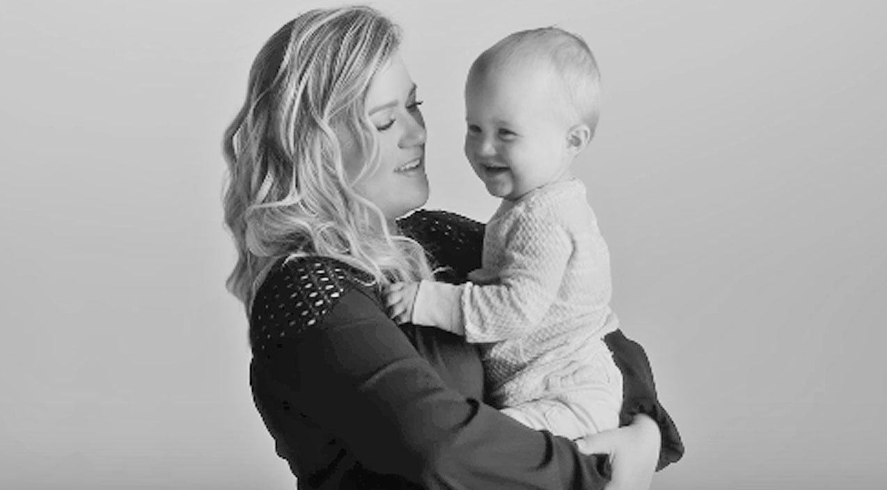Kelly clarkson Songs | Kelly Clarkson's Daughter Helps Her Say Goodbye To 'Idol' One Last Time | Country Music Videos