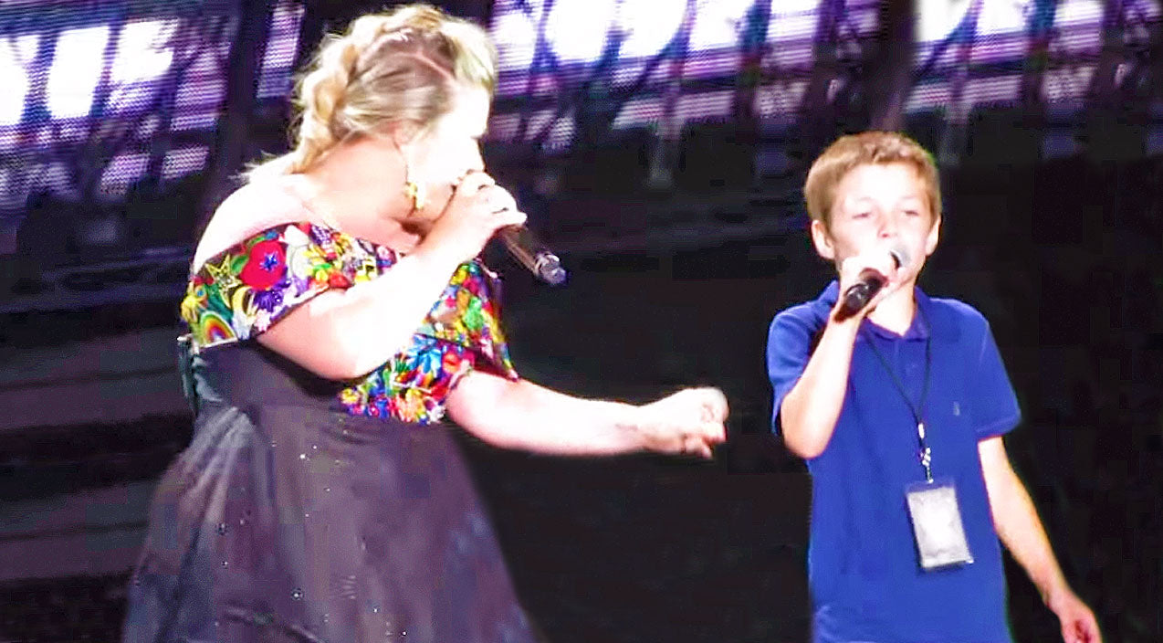 Reba mcentire Songs | Kelly Clarkson Invites Young Son Onstage For