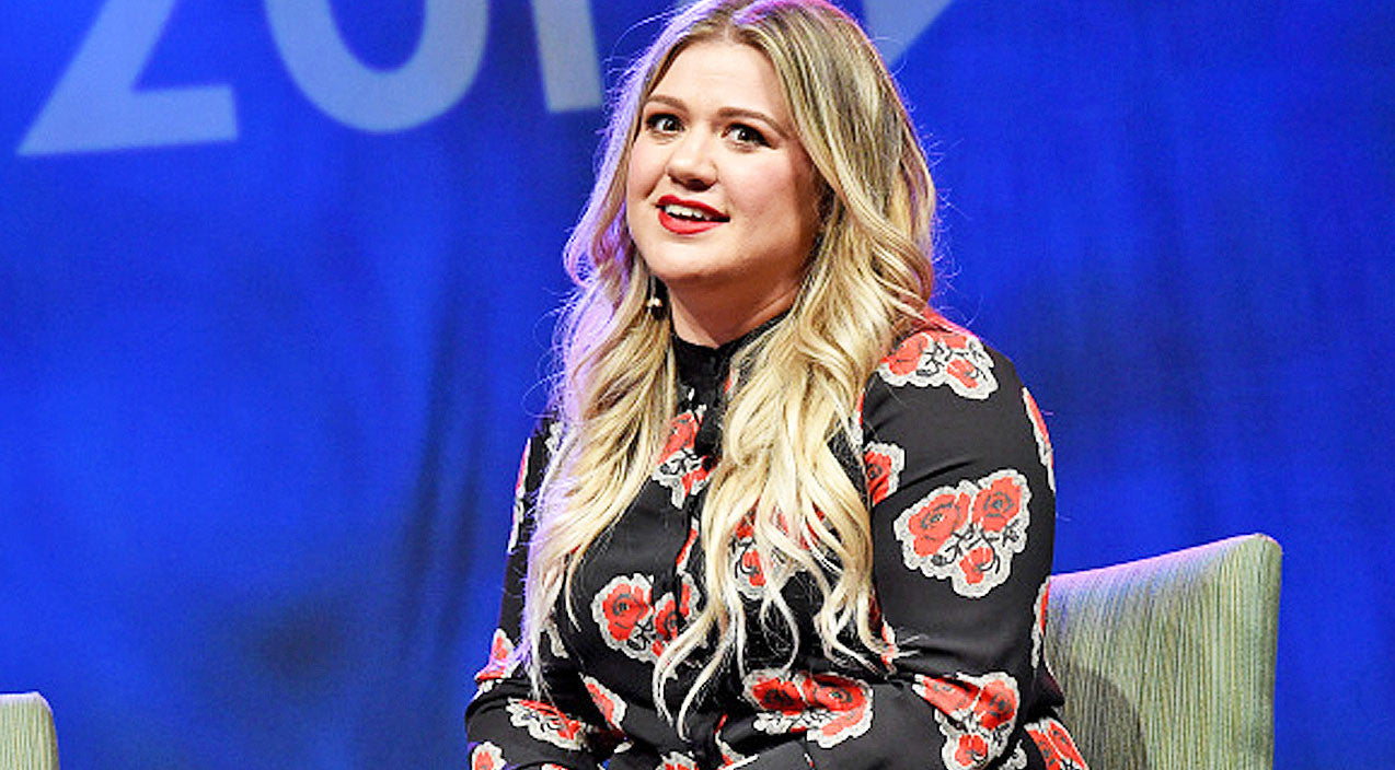 Kelly clarkson Songs | Kelly Clarkson Fires Back At Twitter Troll Calling Her 'Fat' With Explosive Tweet | Country Music Videos