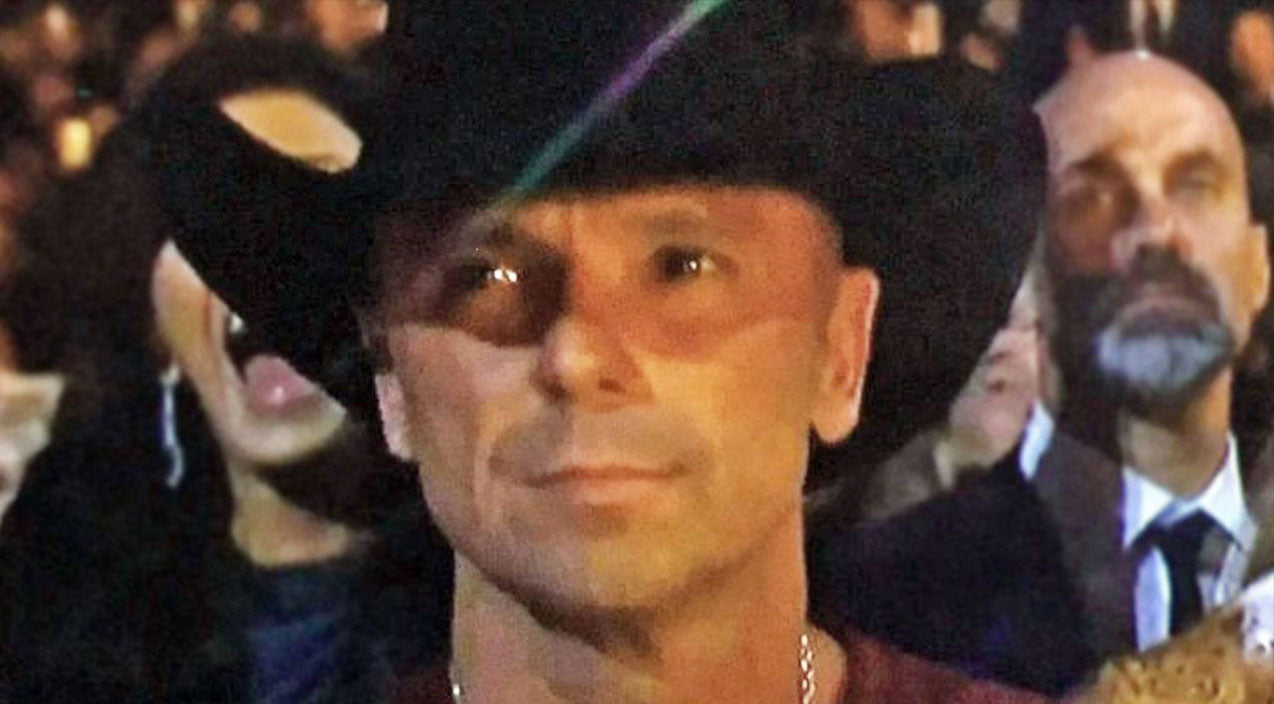 Kenny chesney Songs | Kenny Chesney Fights Back Tears During Awards Ceremony | Country Music Videos