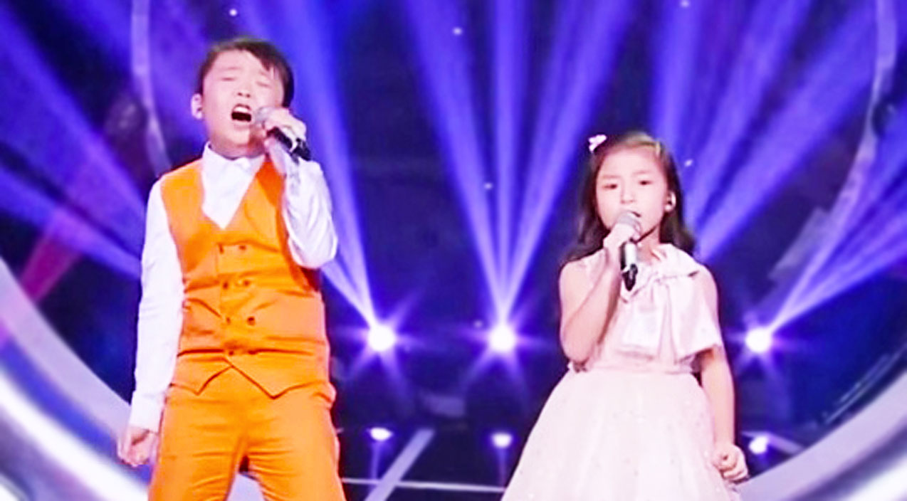 Little Boy And Girl Shock The Crowd With Awe-Inspiring Rendition Of 'You Raise Me Up' | Country Music Videos