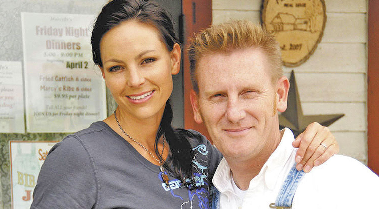 Joey + rory Songs | Even In Hospice, Joey Feek Is Still Giving Back | Country Music Videos