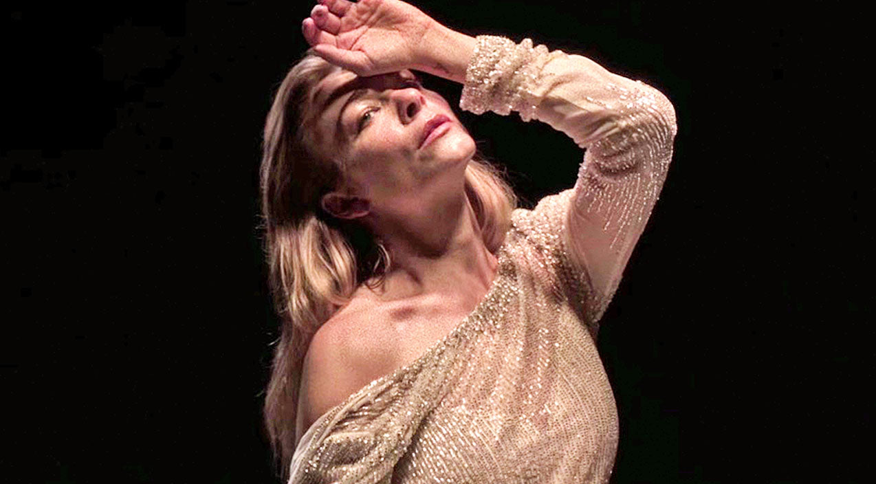 Modern country Songs | LeAnn Rimes Stuns In Dazzling New Music Video For 'The Story' | Country Music Videos