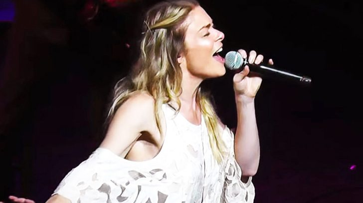 Waylon jennings Songs | LeAnn Rimes Powers Through Show-Stopping Cover Of 'Me And Bobby McGee' | Country Music Videos