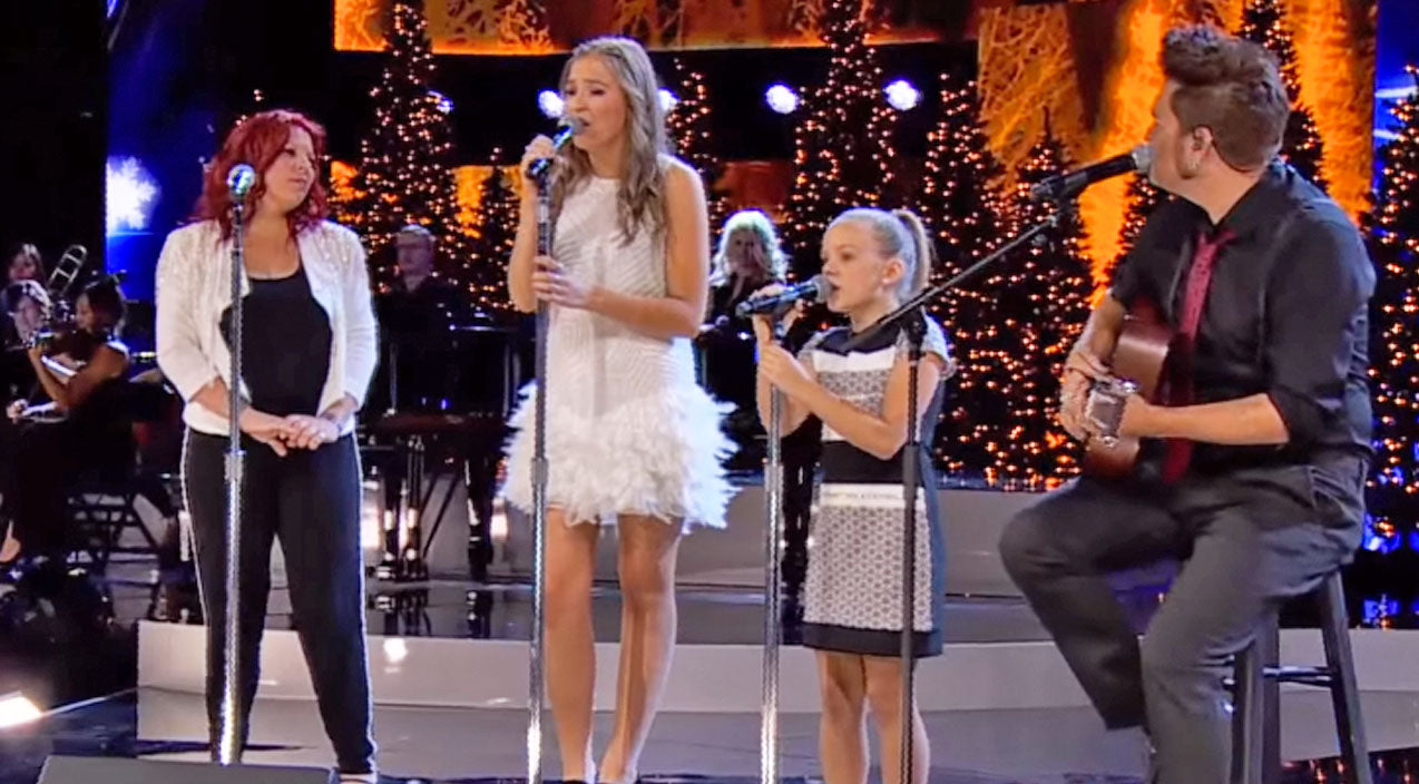 Lennon & maisy Songs   Nashville's Lennon & Maisy Perform Chilling Rendition Of 'The First Noel'   Country Music Videos