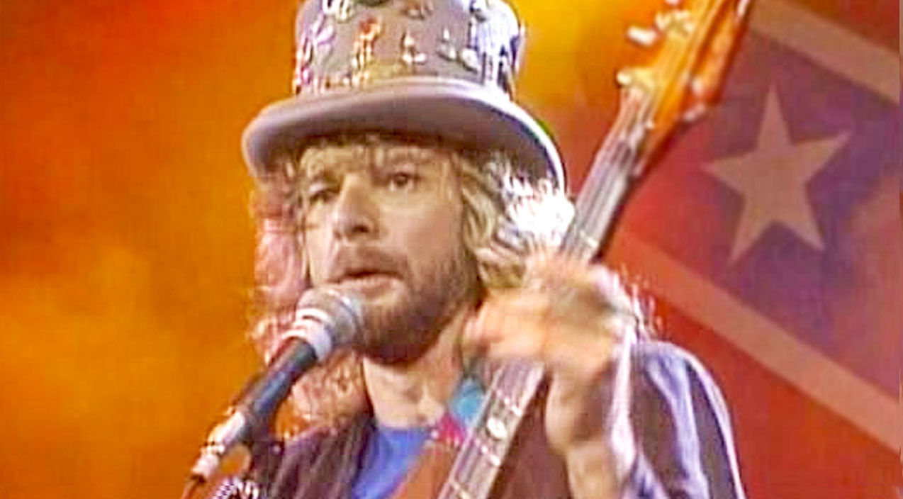 Lynyrd skynyrd Songs | In Rare Solo Moment, 'Mad Hatter' Leon Wilkeson Stuns With Spontaneous Vocal Performance | Country Music Videos