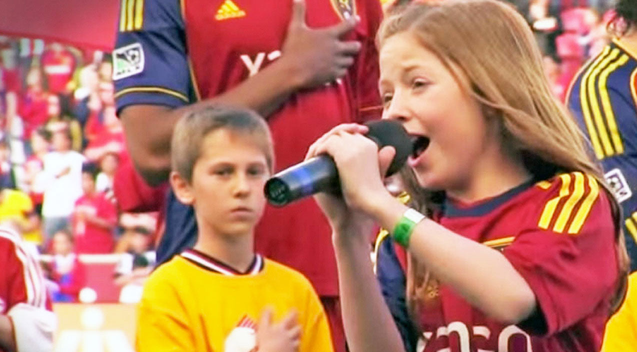 11-Year-Old Girl Delivers Electrifying Rendition Of The National Anthem | Country Music Videos