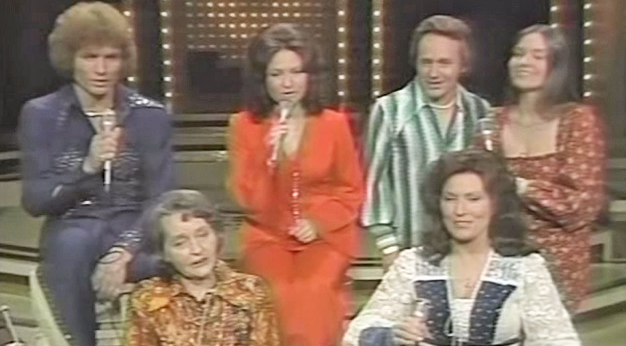 Loretta Lynn, Her Mother & Siblings, Sing Touching Cover ...