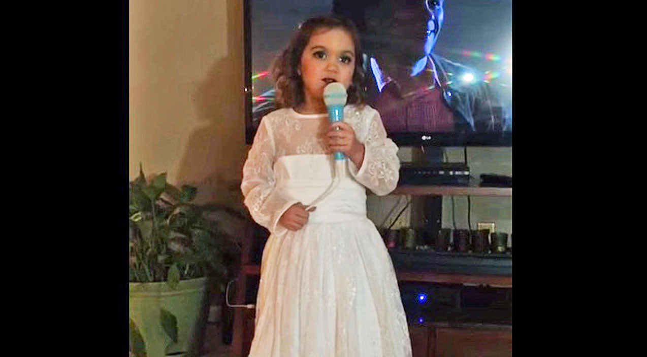 Loretta lynn Songs | Charming Little Girl Dresses & Sings Just Like Her Idol, Loretta Lynn | Country Music Videos