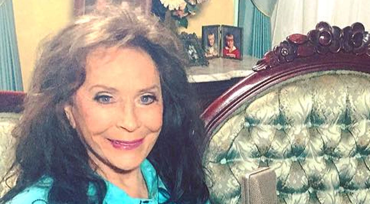 Loretta lynn Songs | Loretta Lynn Shares First Photos Of Herself Since Suffering A Stroke | Country Music Videos