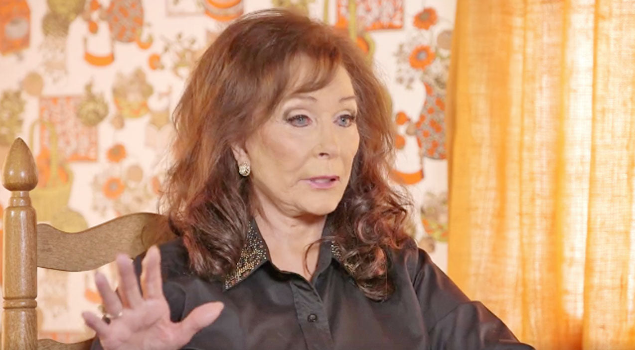 Loretta lynn Songs | While Recording, Loretta Lynn Encounters Ghost Of Country Icon | Country Music Videos
