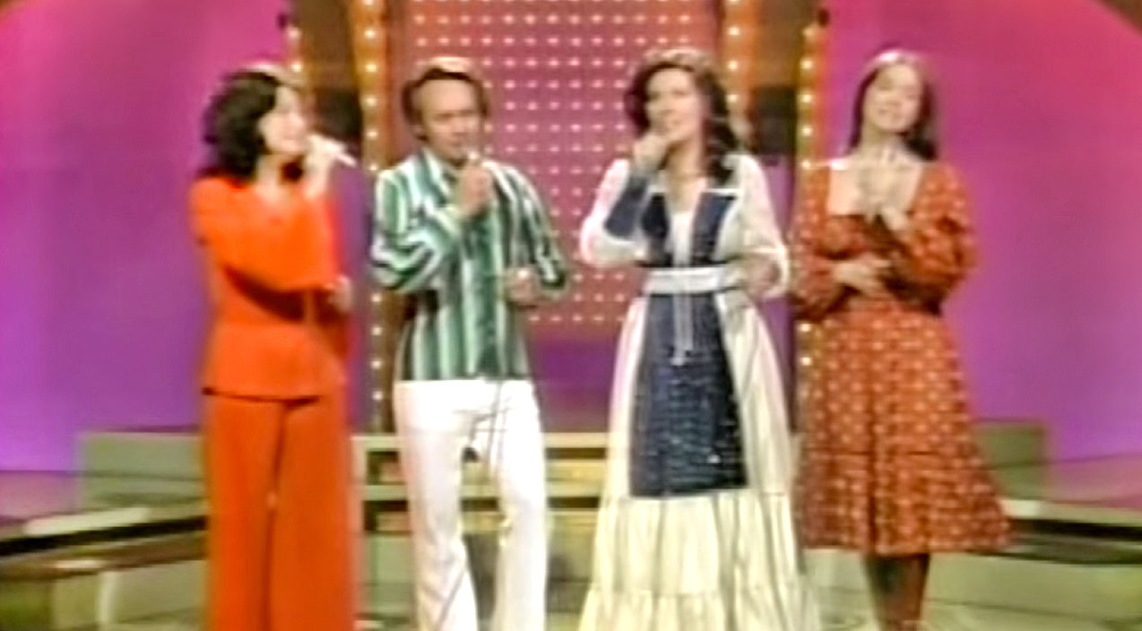 Loretta lynn Songs | Loretta Lynn & Siblings Sing A Passionate Cover Of 'Put It Off Until Tomorrow' That Will Blow Y'all Away! | Country Music Videos