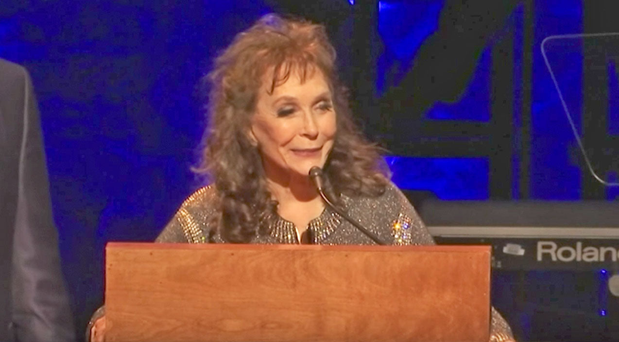 Loretta lynn Songs | Loretta Lynn Returns After Stroke To Deliver Moving Speech Honoring Alan Jackson | Country Music Videos
