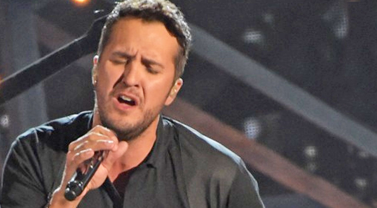 Luke bryan Songs | Luke Bryan Dedicates Emotional Performance Of 'Drink A Beer' To Anyone Who's Lost A Loved One | Country Music Videos