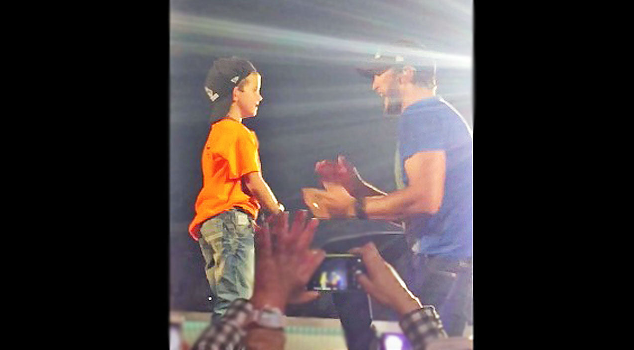 Modern country Songs | Luke Bryan Brings His Mini-Me On Stage For Adorable 'Shake It' Performance | Country Music Videos