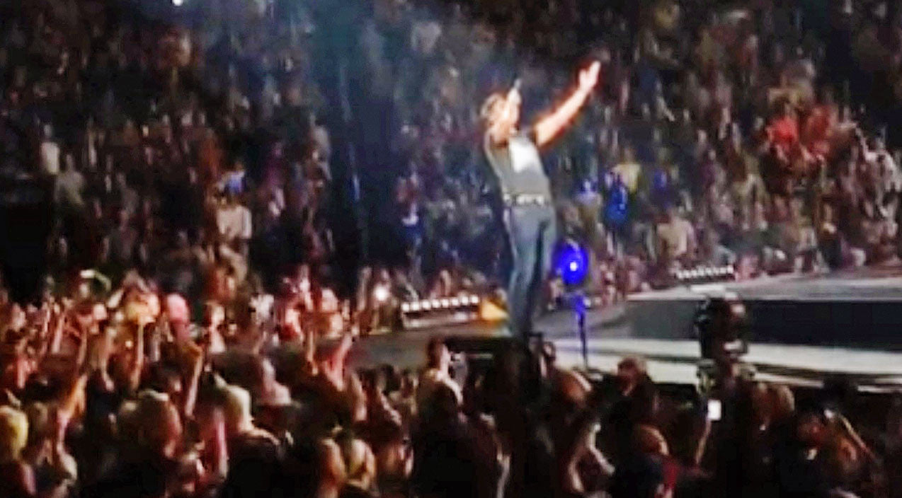 Neil diamond Songs | Luke Bryan Enlists Help Of Packed Arena For Epic Version Of Neil Diamond Classic | Country Music Videos