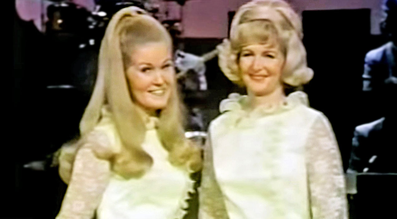 Lynn anderson Songs | Lynn Anderson And Her Talented Mother Show Off Their Loving Bond In Rare, Heartfelt Duet | Country Music Videos