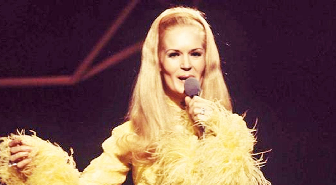 Lynn anderson Songs | Lynn Anderson Delights With Crowd-Pleasing Performance Of 'Heartbreak Hotel' | Country Music Videos