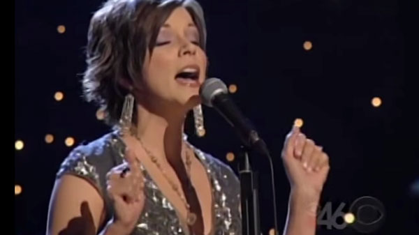 Martina McBride - In My Daughter's Eyes (LIVE) | Country Music Videos