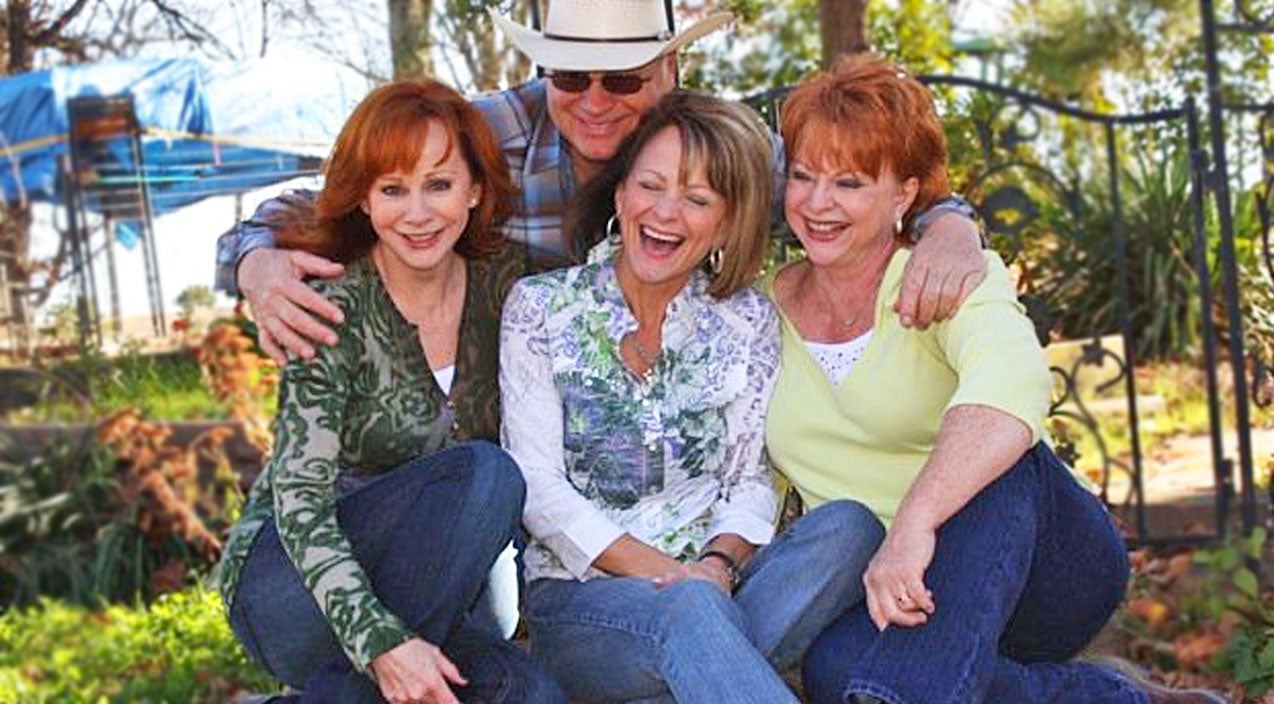 Reba mcentire Songs | Reba McEntire And Family's Intimate Performance Will Make You Cherish Home | Country Music Videos