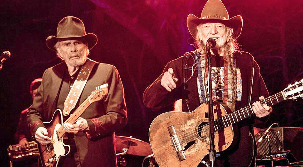 Willie nelson Songs | Willie Nelson And Merle Haggard Joined By Two Special Guests For Rare Performance Of 'I'll Fly Away' | Country Music Videos