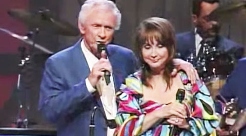 Mel & Pam Tillis Melt Hearts With Their Touching Performance Of 'Waiting On The Wind' | Country Music Videos