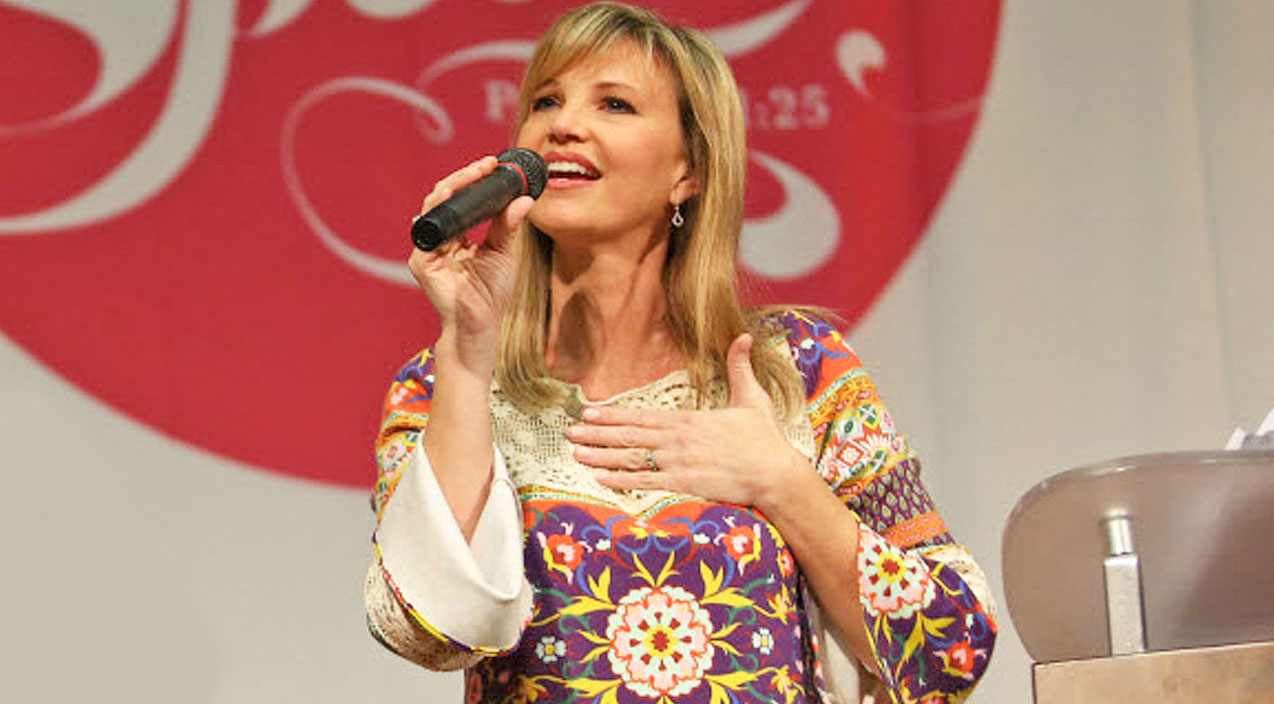 Missy robertson Songs | Missy Robertson And Surprise Celebrity Guest Sing Angelic Version Of 'Amazing Grace' | Country Music Videos